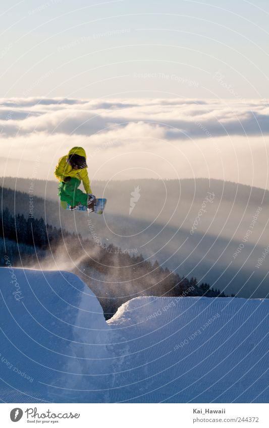 Snowboarding Stil Winter Schnee Winterurlaub Berge u. Gebirge Wintersport Sportler Natur Landschaft Wolken Nebel Hügel Schneebedeckte Gipfel sportlich Coolness