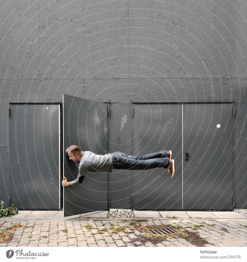 the doors maskulin Mann Erwachsene 30-45 Jahre springen Autotür aufmachen offen Schweben horizontal Schwerelosigkeit grau Farbfoto Außenaufnahme Licht Schatten