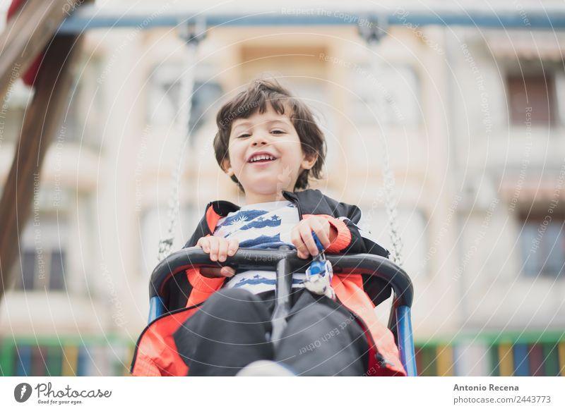 Babyspaß auf dem Spielplatz Freude Glück Freizeit & Hobby Spielen Kind Schule Junge Kindheit Jugendliche 1-3 Jahre Kleinkind Park Pullover Strumpfhose brünett