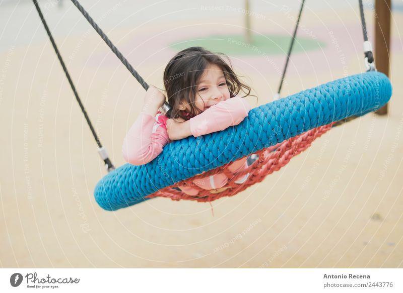 Spielendes Mädchen Freude Glück Freizeit & Hobby Kind Schule Kindheit Jugendliche 1 Mensch 3-8 Jahre Park Spielplatz Pullover Jacke Strumpfhose brünett Metall