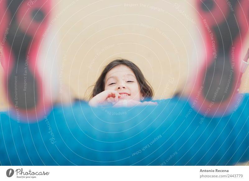 Spaß auf dem Spielplatz Freude Glück Freizeit & Hobby Spielen Kind Schule Mädchen Kindheit 1 Mensch 3-8 Jahre Park Pullover Jacke Strumpfhose brünett Metall