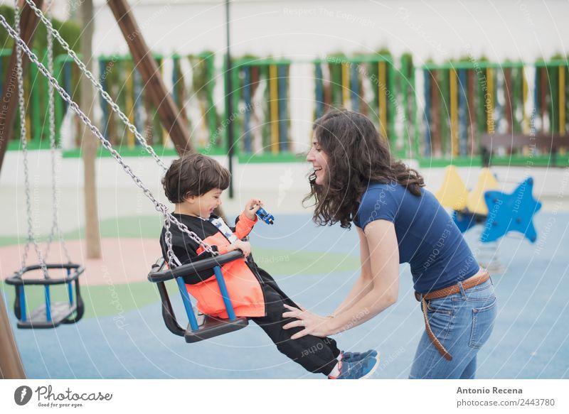 Spielen im Freien Freude Glück Freizeit & Hobby Kind Schule Junge Frau Erwachsene Eltern Mutter Kindheit Jugendliche Park Spielplatz Pullover Strumpfhose