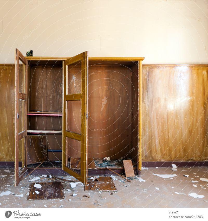 auszug Renovieren Umzug (Wohnungswechsel) einrichten Möbel Raum Arbeitsplatz Büro Holz Aggression alt dreckig einfach braun Gewalt Misserfolg Ferne Traurigkeit