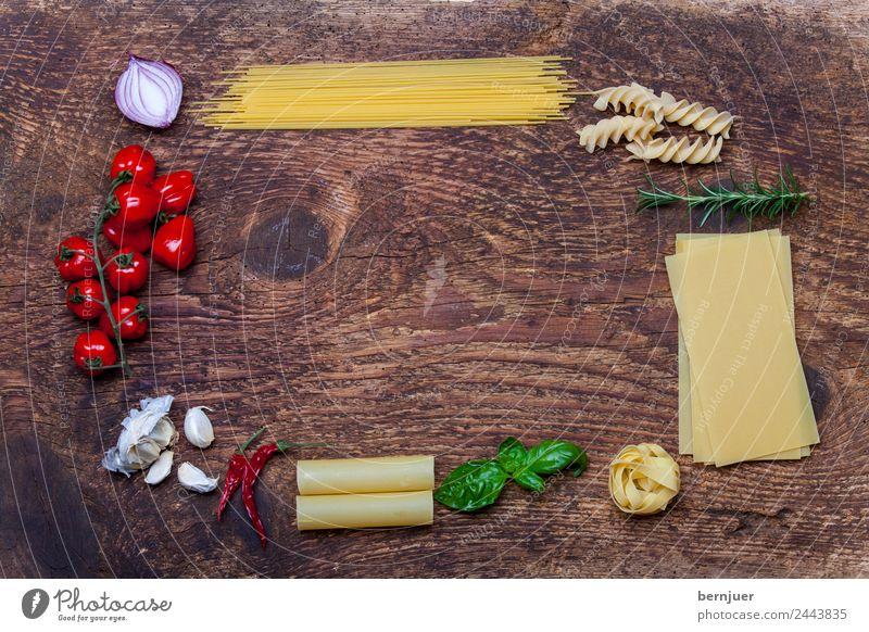 Rahmen aus Pasta und Zutaten Blatt Speise Hintergrundbild Holz Textfreiraum Dekoration & Verzierung frisch Tisch Kräuter & Gewürze Gemüse Holzbrett mediterran