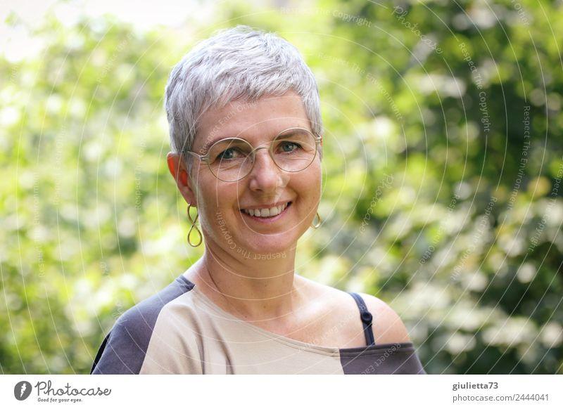 Woman 50+ | UT Dresden feminin Frau Erwachsene Weiblicher Senior Leben 1 Mensch 45-60 Jahre 60 und älter Ohrringe Brille grauhaarig kurzhaarig Lächeln lachen