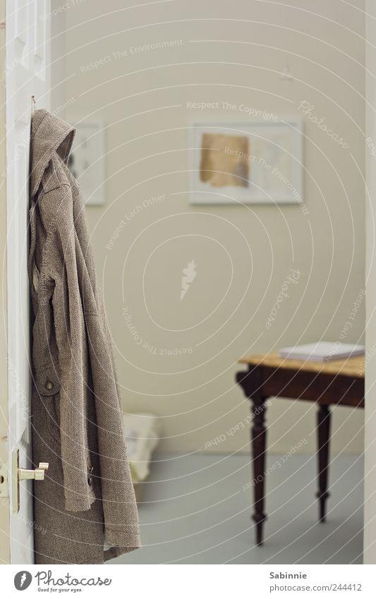 Hereinspaziert alt Haus gelb grau Kunst braun Tür Raum Tisch authentisch Häusliches Leben Stoff Bild Möbel Eingang Mantel
