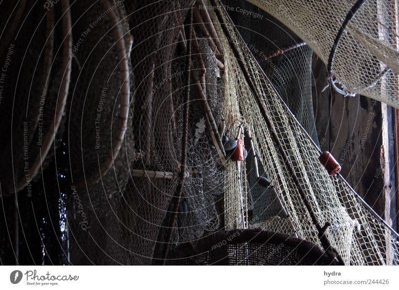 Erinnerungen im Netz alt ruhig dunkel grau Stimmung braun Zufriedenheit Zeit ästhetisch Netzwerk einfach Netz Idylle fangen Schifffahrt hängen
