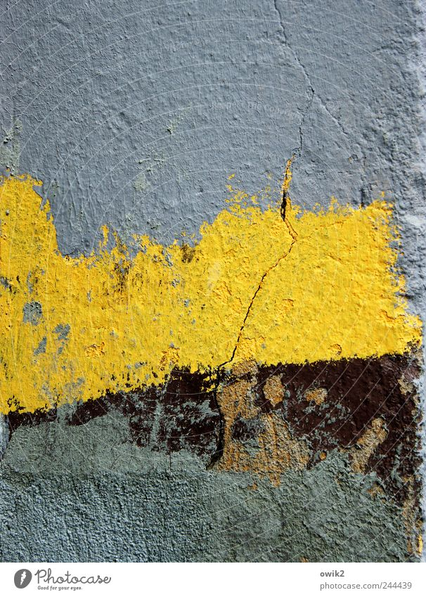 Farbenlehre Kunstwerk Gemälde Mauer Wand Fassade einfach frei modern blau gelb Farbenwelt Putzfassade Riss trashig Farbfoto mehrfarbig Außenaufnahme Nahaufnahme