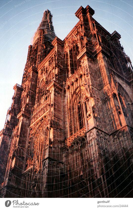 Straßburger Münster rot Religion & Glaube Perspektive historisch Schönes Wetter Dom Blauer Himmel Kathedrale Gotteshäuser Umbauen Restauration