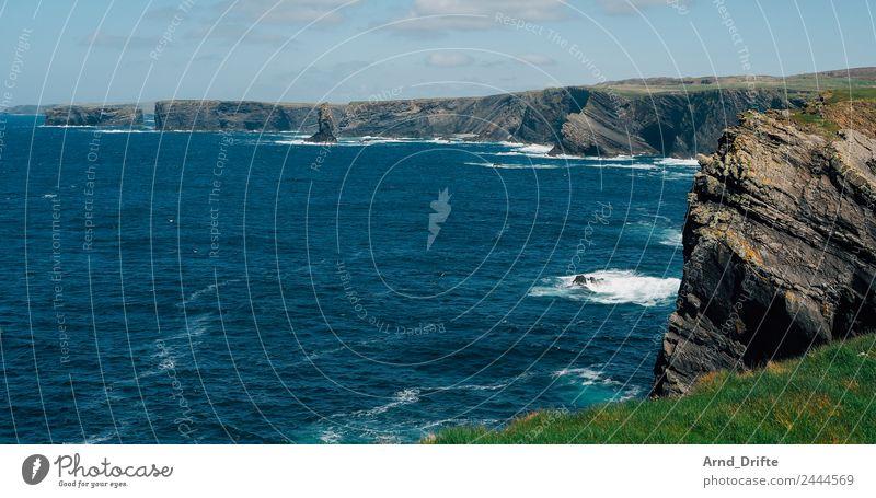 Klippen Irland Himmel Ferien & Urlaub & Reisen Sommer Wasser Landschaft Meer Wolken Ferne Frühling Wiese Küste Tourismus außergewöhnlich Felsen Ausflug Wellen