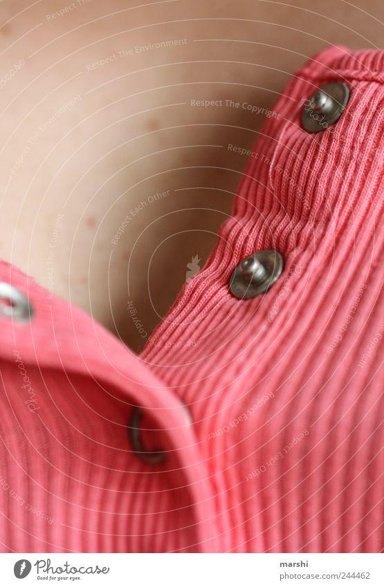 aufgeknöpft - zugeknöpft Mensch feminin rosa geschlossen Haut Stoff Knöpfe Rippeln Feinripp