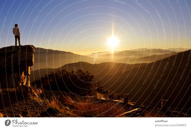 500 - Einblicke - Ausblicke Mann Himmel Sonne ruhig Ferne Erholung Gefühle Berge u. Gebirge Landschaft Stimmung Zufriedenheit Hoffnung Romantik Kitsch fantastisch außergewöhnlich
