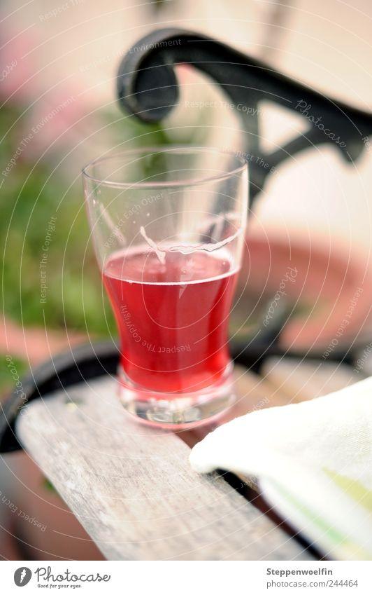 roter Johannisbeersaft rot Sommer Ferien & Urlaub & Reisen Erholung braun Gesundheit Glas Lebensmittel Zufriedenheit Getränk Trinkwasser trinken Freizeit & Hobby Bank genießen Saft
