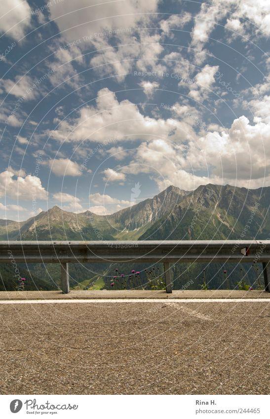 Ausblick IV Natur Himmel Sommer Ferien & Urlaub & Reisen Wolken Straße Berge u. Gebirge Landschaft hell Umwelt Horizont Ende Asphalt Alpen Grenze Gipfel