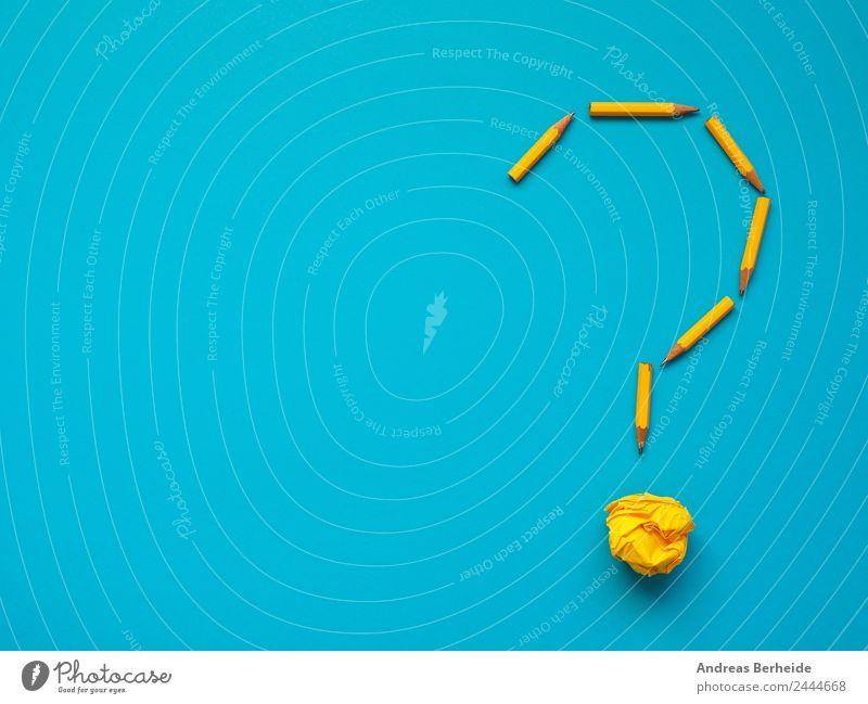 Fragezeichen mit Bleistiften und Papierkugel gelb Hintergrundbild Business Büro Kreativität Erfolg einzigartig Idee Wandel & Veränderung Symbole & Metaphern