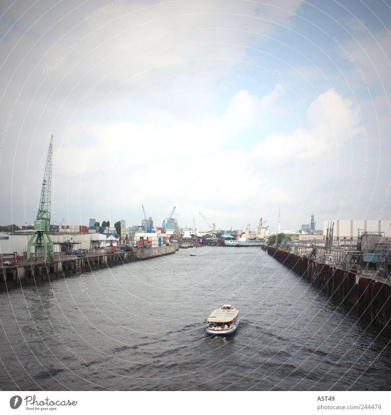 Das Tor zur Welt Hamburg Stadt Hafenstadt Stadtrand Industrieanlage Wahrzeichen Schifffahrt Passagierschiff Wasserfahrzeug kalt blau grau Horizont Schleuse
