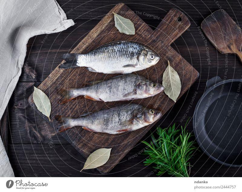 Flussfisch Kreuzritter und Barsch Fisch Meeresfrüchte Kräuter & Gewürze Ernährung Abendessen Diät Pfanne Tisch Tier Holz dunkel frisch oben retro braun schwarz