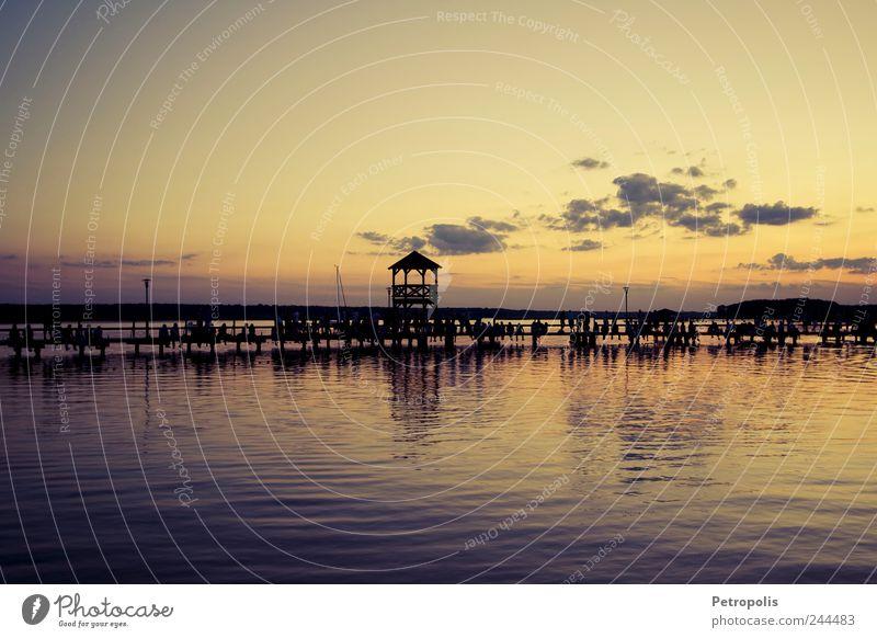 Roostin' Sommer Mensch Menschenmenge Wasser Küste Seeufer Erholung sitzen Gefühle Glück Geborgenheit friedlich Menschlichkeit ruhig einzigartig Farbfoto