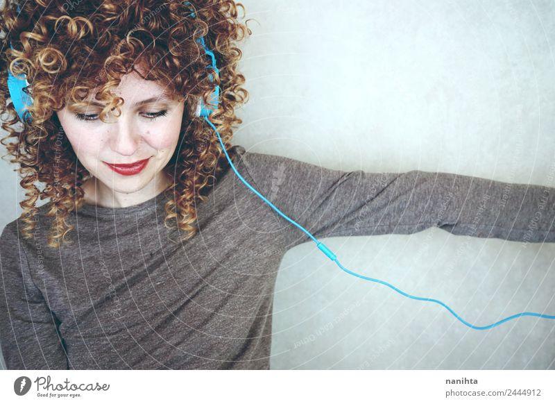 Mensch Jugendliche Junge Frau schön 18-30 Jahre Erwachsene Lifestyle feminin Stil Kunst Haare & Frisuren Design Freizeit & Hobby modern Technik & Technologie