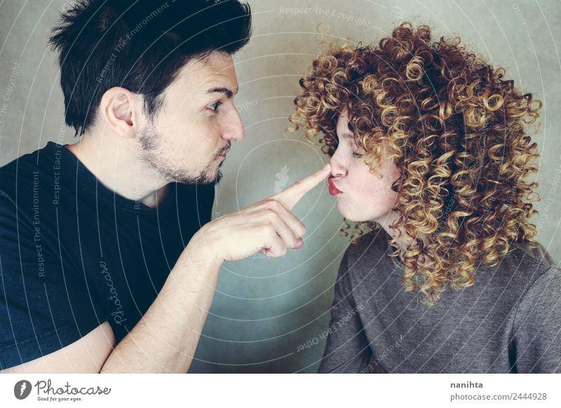 Junges lustiges Paar mit lustigen Gesichtern Lifestyle Stil Freude Mensch maskulin feminin Junge Frau Jugendliche Junger Mann Familie & Verwandtschaft