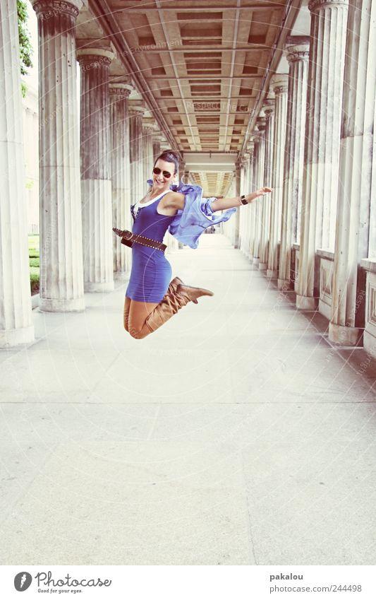 ick hüpfe Mensch Jugendliche Freude Erwachsene feminin Leben Freiheit Glück springen Stil Mode Freizeit & Hobby frei frisch Fröhlichkeit Lifestyle