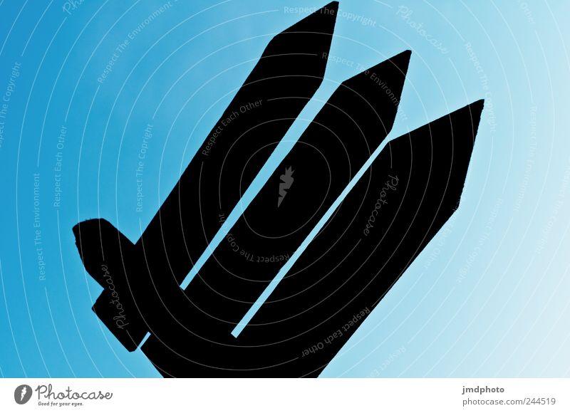 Richtungsweisend blau Sommer schwarz Ferne Wege & Pfade Freizeit & Hobby laufen Schilder & Markierungen wandern Beginn Perspektive Kommunizieren Spitze fest