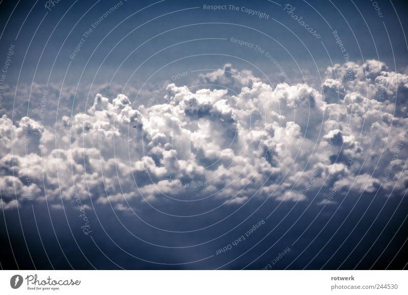 Hüttenkäsewolkenflugzeug Himmel blau Wolken Einsamkeit grau träumen Luft Flugzeug Horizont Wassertropfen Luftverkehr weich Sehnsucht Unendlichkeit