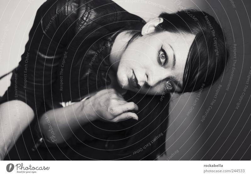 rock a bella. billy. Mensch Jugendliche schön feminin Erwachsene ästhetisch authentisch einzigartig dünn 18-30 Jahre langhaarig Pony Junge Frau schwarzhaarig Scheitel