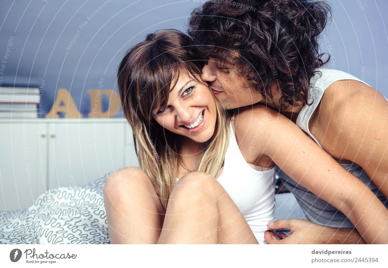 Frau Mann schön Erholung Freude Erwachsene Lifestyle Liebe lachen Glück Spielen Paar Zusammensein sitzen Lächeln Fröhlichkeit
