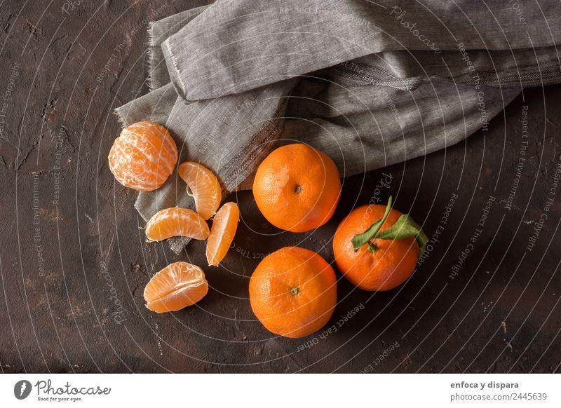 Kleine Mandarinen Frucht Essen Diät Blatt Holz frisch natürlich saftig gelb grün weiß Hintergrund Weihnachten Zitrusfrüchte Clementine Lebensmittel Gesundheit