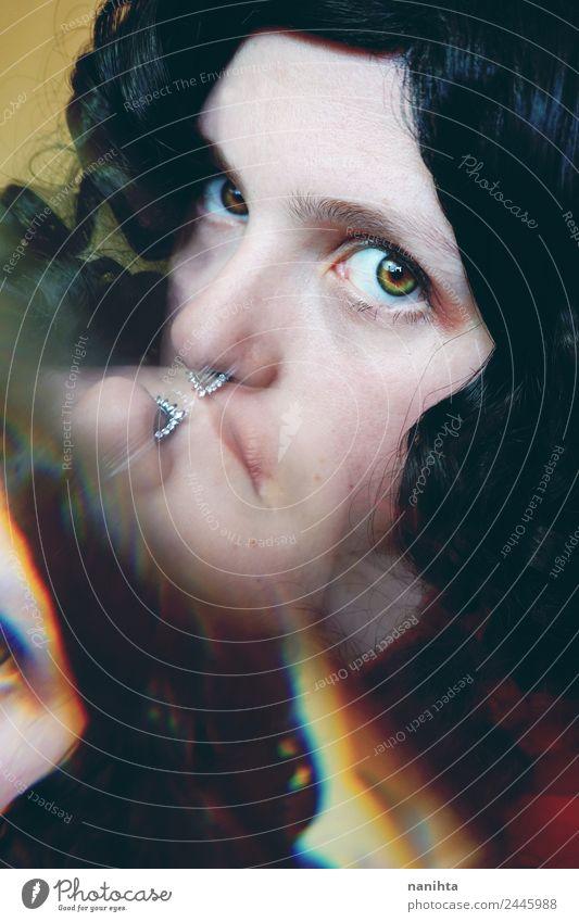 Abstraktes Porträt einer jungen Frau, die in die Kamera schaut. Stil Design Haare & Frisuren Haut Gesicht Mensch feminin Junge Frau Jugendliche 1 18-30 Jahre