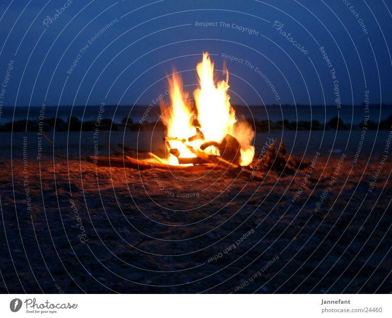 Feuercampen 1 Strand Klippe Camping Nacht Langzeitbelichtung Feuerstelle Brand Brodtener Ufer Ostsee