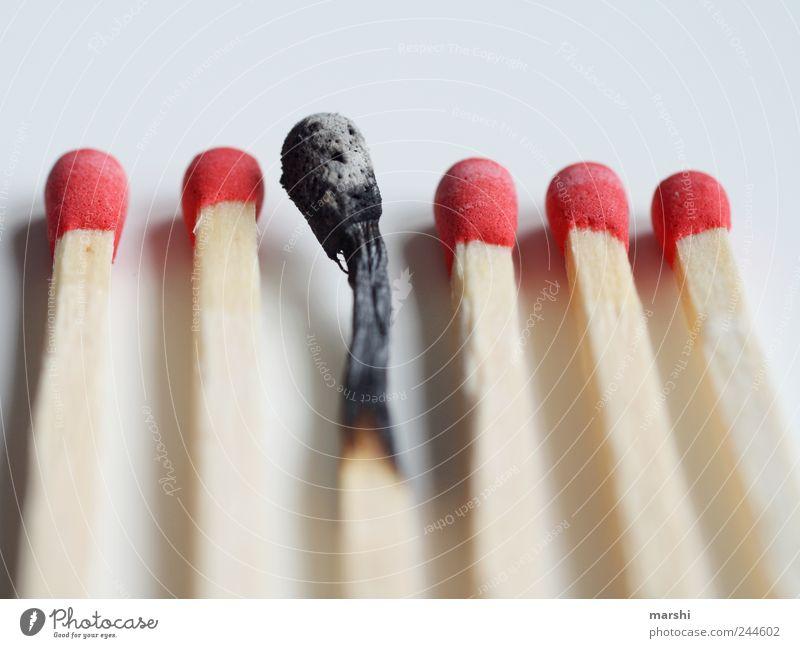 der Schrei weiß rot schwarz Holz Angst Feuer Zeichen Streichholz feurig angebrannt