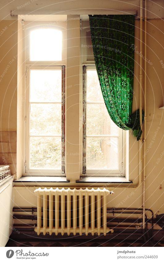 windows alt Haus Einsamkeit Wand Fenster Mauer Traurigkeit Wohnung trist Küche Vergänglichkeit Häusliches Leben Fliesen u. Kacheln trashig Verfall Aussicht