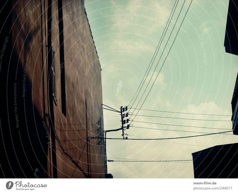 gut vernetzt Elektrizität Netzwerk Kabel Telekommunikation Netz Computernetzwerk Verbindung Leitung Hochspannungsleitung Verbundenheit verdrahtet Technik & Technologie Informationstechnologie