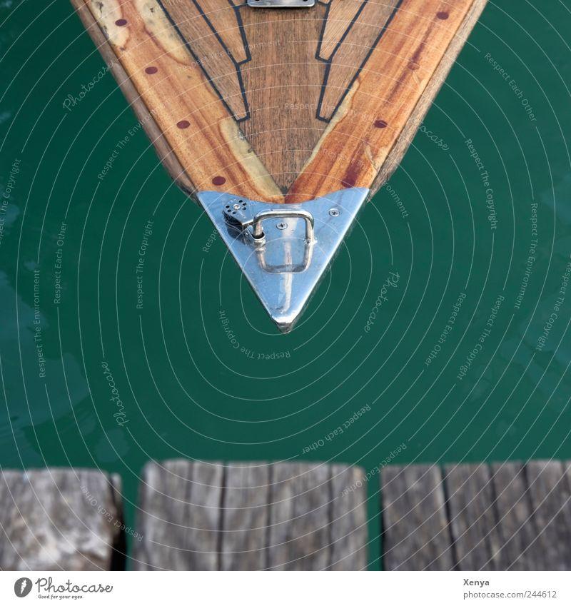 Spitz Segeln See Holz eckig braun grün silber Steg Spitze Wasserfahrzeug Segelboot Ferien & Urlaub & Reisen Dreieck Strukturen & Formen Farbfoto Gedeckte Farben