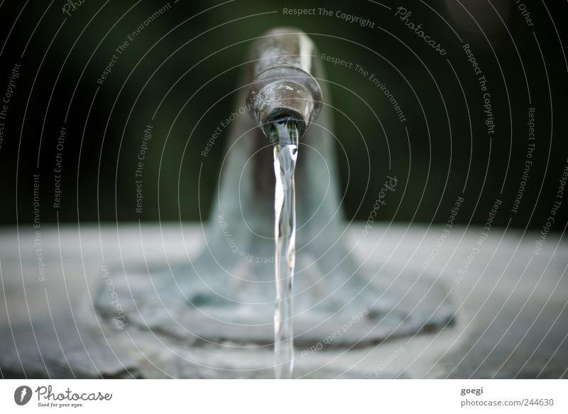 H2OH2OH2OH2OH2OH2OH2OH2OH2OH2O Wasserstrahl Wasserhahn Brunnen Stein Metall Flüssigkeit frisch nass Bewegung rein Umwelt fließen Trinkwasser Farbfoto