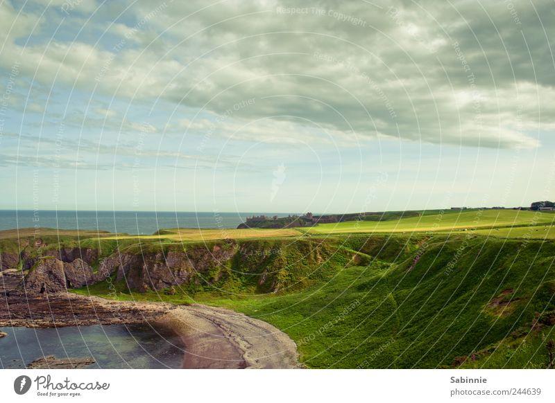 Ostküste Schottlands Himmel grün Sommer Strand Ferien & Urlaub & Reisen Wolken Ferne Gras Freiheit Küste Ausflug Tourismus Hügel Unendlichkeit Bucht Ruine
