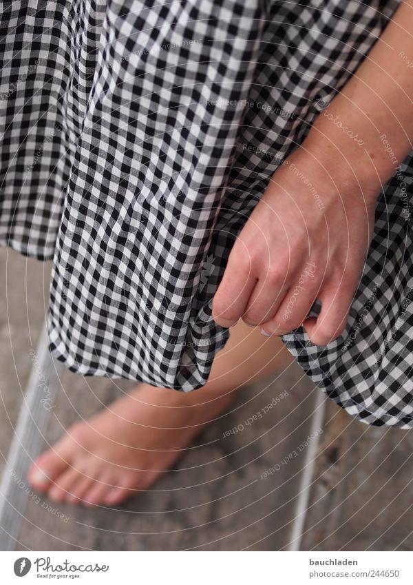 Denn es ist Sommerzeit :-) Junge Frau Jugendliche Hand Beine Fuß 1 Mensch 18-30 Jahre Erwachsene Farbfoto Tag Schwache Tiefenschärfe