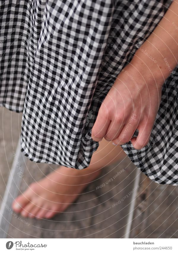Mensch Hand Jugendliche Erwachsene Beine Fuß 18-30 Jahre Junge Frau