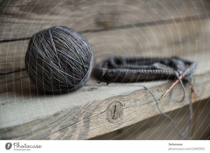 ton in ton Zufriedenheit Sinnesorgane Erholung ruhig Meditation Freizeit & Hobby Handarbeit stricken Stricknadel Wolle Wollknäuel Wärme weich Farbfoto