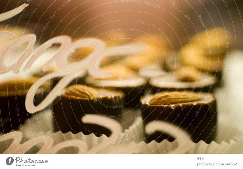 Praliné - bitte nicht auf die Hüften geh! Lebensmittel frisch Ernährung Schriftzeichen ästhetisch süß genießen Appetit & Hunger Süßwaren lecker Schokolade Theke