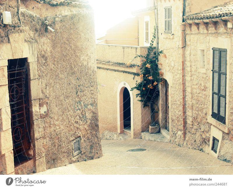 siesta Straße Spanien Mallorca beige Gasse Siesta Mittelalter ausgestorben Naturstein Cap Depera