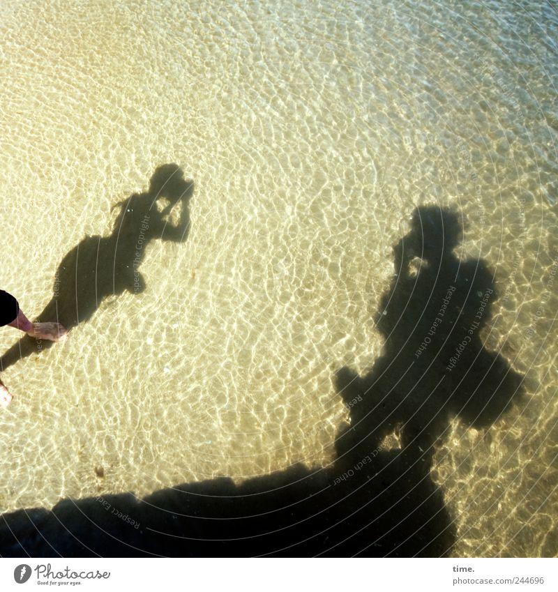 Schattenspieler Mensch Wasser Ferien & Urlaub & Reisen Meer Freude gelb Umwelt Freiheit Küste Kunst Wellen Zufriedenheit Freizeit & Hobby nass Tourismus