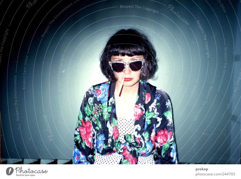 High Noon Bang Bang Frau Mensch Jugendliche schön Freude feminin Erwachsene Haare & Frisuren Stil Feste & Feiern warten Mode verrückt Lifestyle Bekleidung