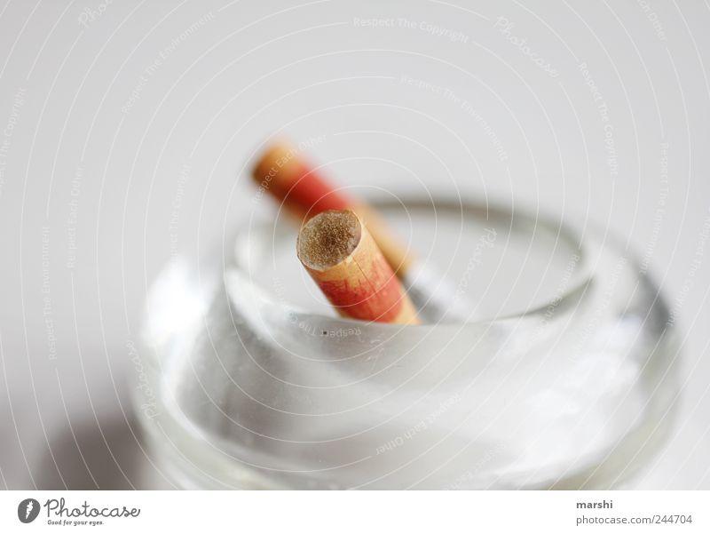 benutzt und verbraucht weiß schön braun Rauchen Tabakwaren Zigarette Sucht Lippenstift ungesund Filter Aschenbecher Nikotin Rauchen verboten Zigarettenspitze