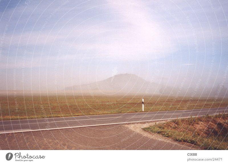 Morgennebel Nebel Feld Einsamkeit Straße Berge u. Gebirge Amerika Himmel
