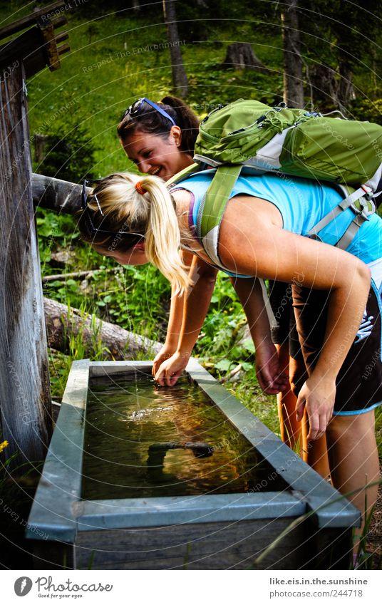 das wandern ist der mädels lust schön Sommer Ferien & Urlaub & Reisen Wald Erholung Berge u. Gebirge Freiheit Glück Freundschaft Zusammensein blond Zufriedenheit wandern Ausflug Fröhlichkeit Tourismus