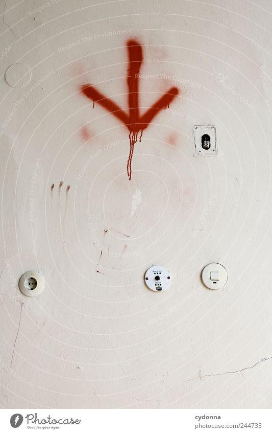 Wo bin ich? Einsamkeit ruhig Tod Wand Mauer Zeit Design ästhetisch Hilfsbereitschaft Lifestyle Vergänglichkeit Kreativität geheimnisvoll Zeichen Pfeil Beratung