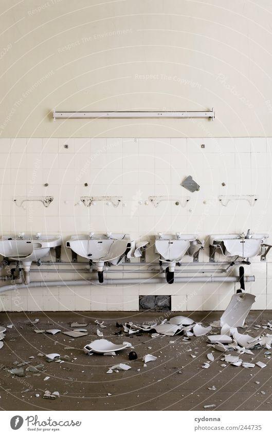 UnHeil ruhig Einsamkeit Wand Stil Mauer Raum Zeit Design ästhetisch Lifestyle Häusliches Leben Wandel & Veränderung Bad Vergänglichkeit Wut Fliesen u. Kacheln